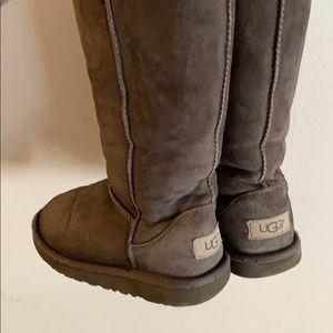 Girl's UGGS size 1 - slate grey